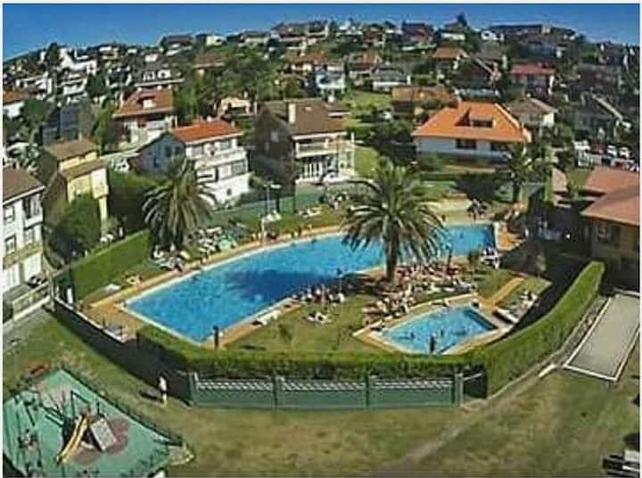 4 habitac. piscina, playa, urb. privada.