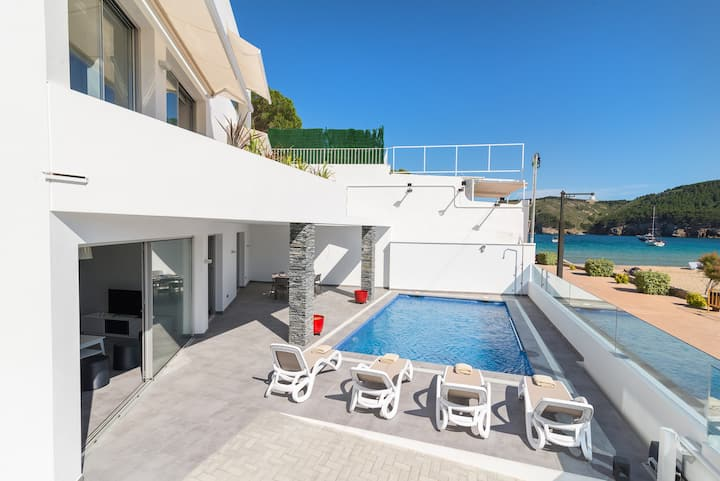 Beautiful apartment with swimming pool on beach