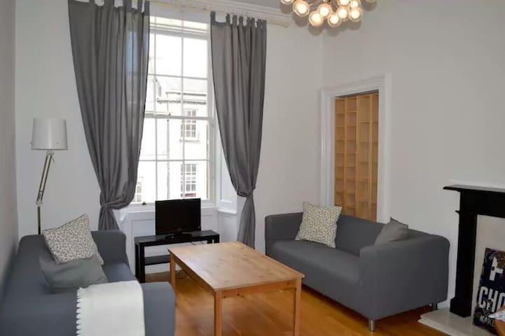Bright spacious flat - Corsicana - Rumah