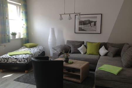Liebevoll eingerichtete Ferienwohnung auf 82 qm - Salzwedel - Huoneisto