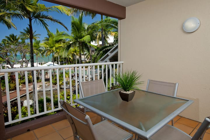 Spacious 1 Bedroom Beachfront Apartment