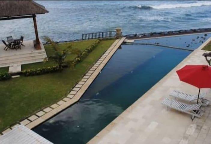 Villa beachfront ketewel