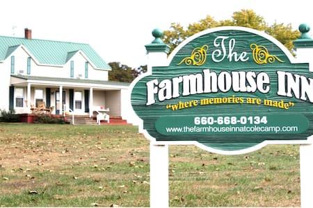 Farmhouse rental - Cole Camp