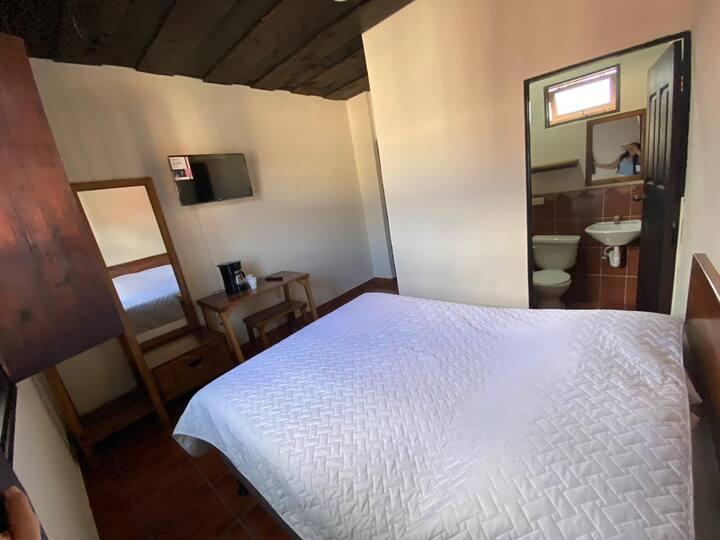 1 Habitación con baño en Antigua cómoda y limpia