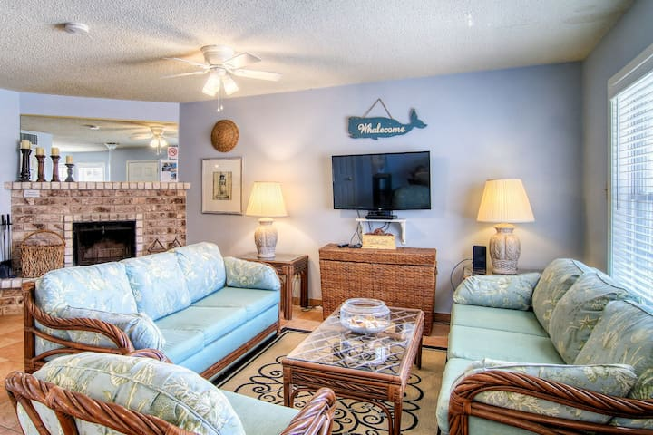 Waterfront retreat with dock - close to the beach!