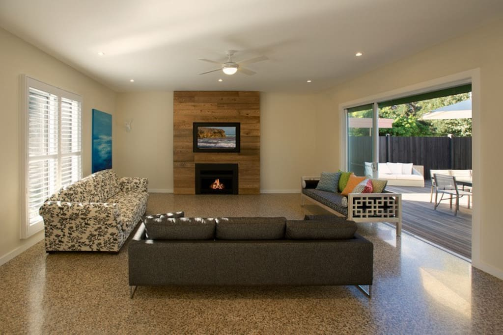 Front lounge room with gas jet master, Foxtel and air conditioning