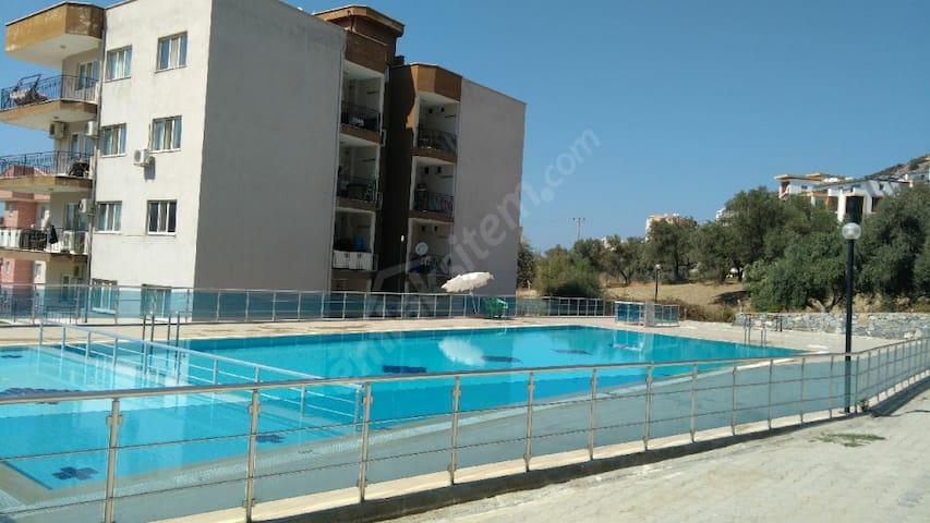 Kuşadası bölgesinde havuzlu site