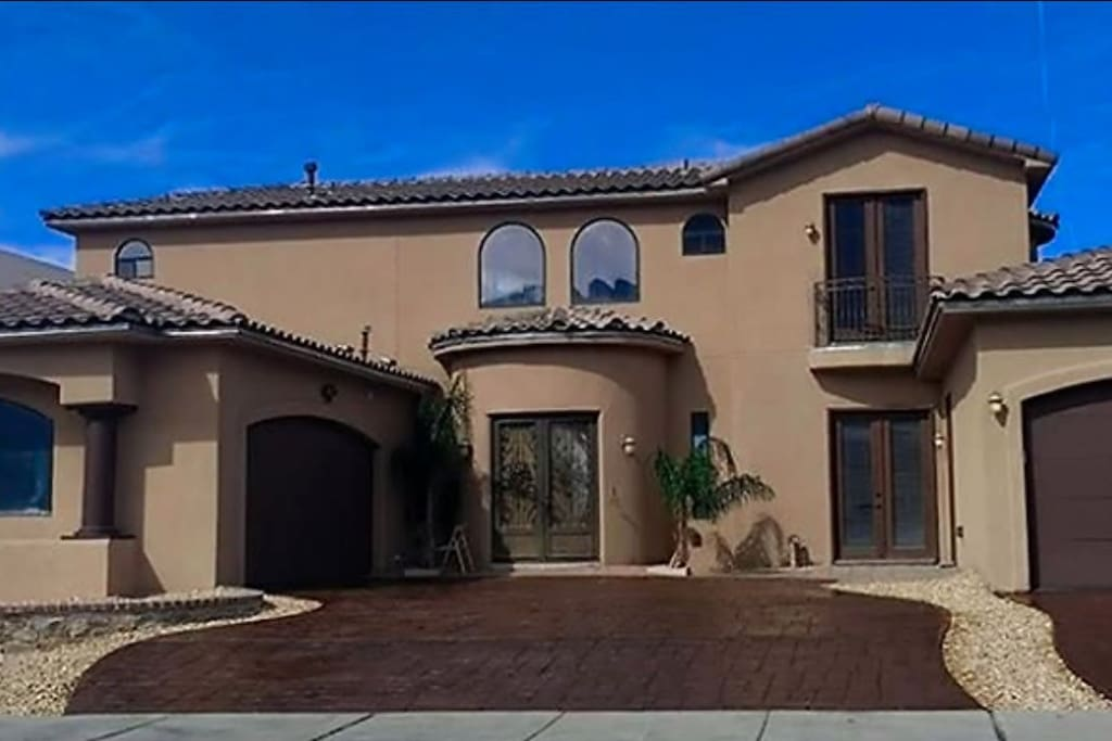 spectacular house with large salt water pool houses for rent in el paso texas united states
