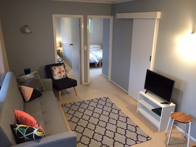 Self Contained 2bd Central Tauranga - Tauranga - Appartement
