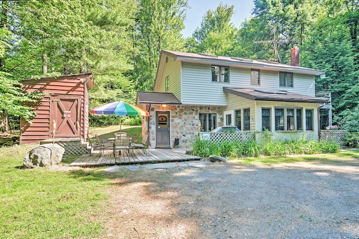 Secluded Pocono Lake Cottage w/ Hot Tub & Fire Pit