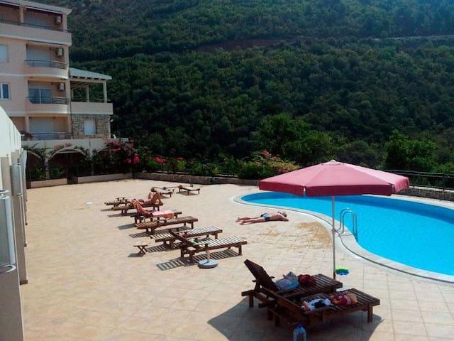 Апарты с бассейном и видом на море, рядом Петровац