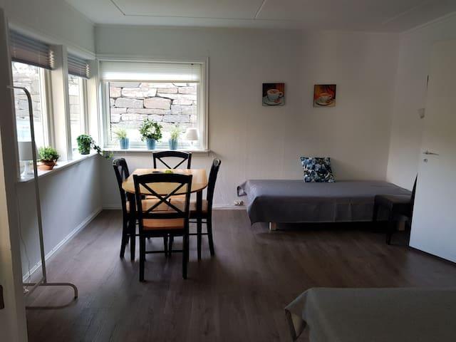 Diningroom/ bedroom 2 with 2 beds