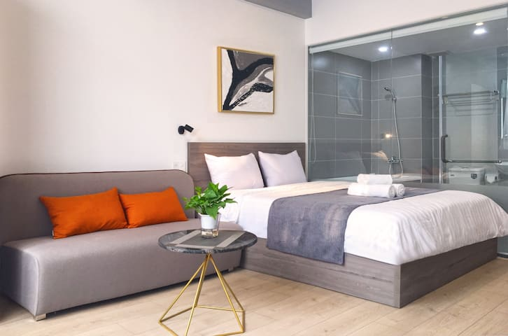 ThreeOaks6 ❤️ 3A Brand New Balcony Cozy Studio ❤️