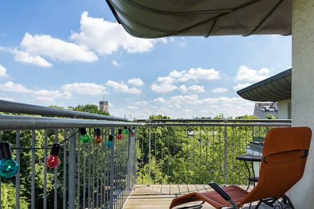 Sunny rooftop paradise with view over Berlin