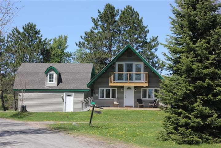 Quiet Country Home - Parry Sound - House