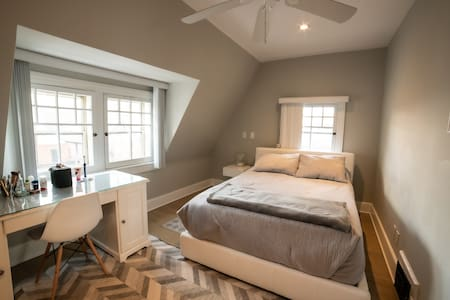 Downtown Core/Canal-Modern, Clean, Quiet Room