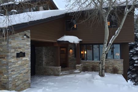 4BR/4BA Peaceful Mountain Home in Snowmass Village - Ház
