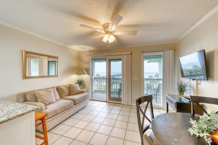 Beachfront villa w/ ocean view & shared pool/pier in the heart of town!