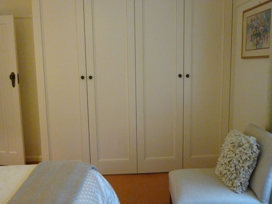 Plenty of wardrobe space with drawers and lots of hangers