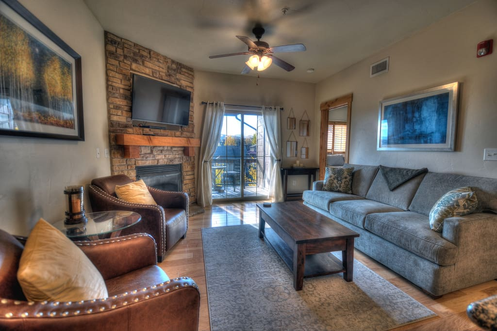"Living Room - 48"" LCD Smart TV, gas fireplace, ceiling fan, Queen sleeper sofa, deck access (gas BBQ)"