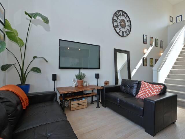 Penthouse Suite in the Heart of Downtown Victoria! - Victoria - Osakehuoneisto