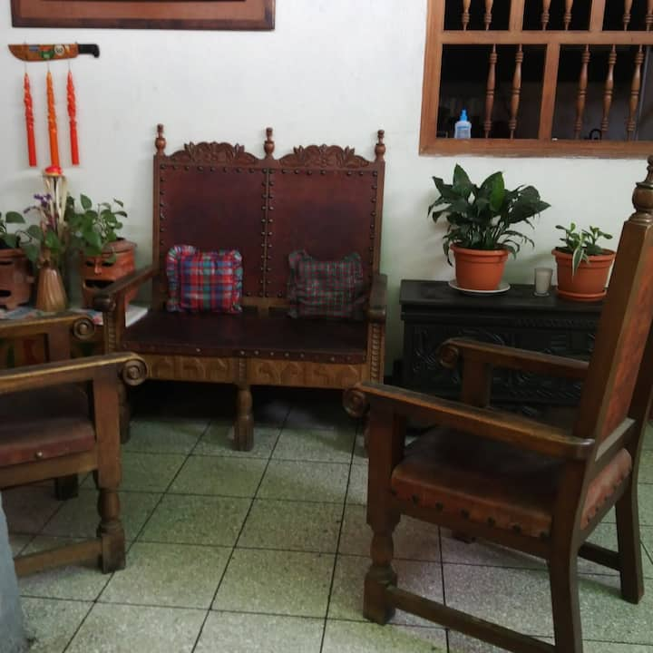 Habitación Individual Baño Compartido -CasadeMaria