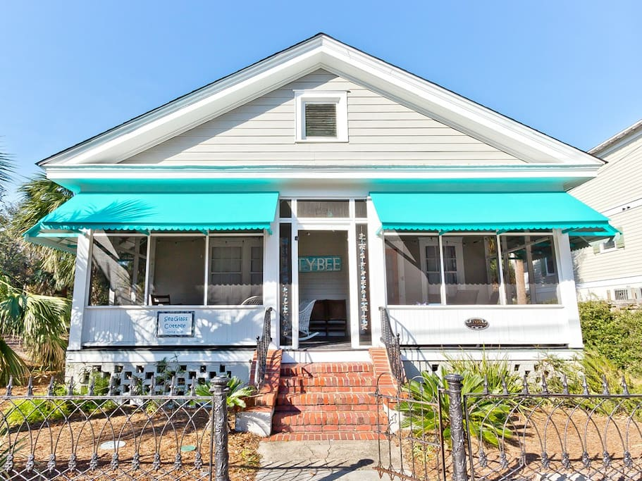 Sea Glass Cottage - Beautiful Historic Cottage with Spacious Screened Porch