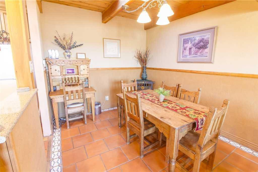 Dining Room - The beautiful and open dining area is perfect for any meal!