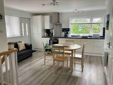 Treeside, Penryn ~ 1 bed Self Contained Annexe