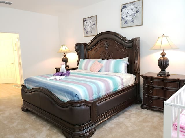 Bedroom 1(King)
