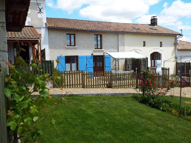 Juniper Gîte, Country views, Pool - Chatenet - Talo