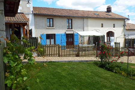 Juniper Gîte, Country views, Pool - Chatenet