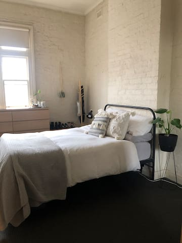 Room in Richmond - amazing Location!