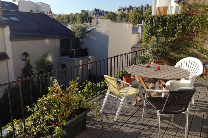 Cosy flat with terrace in a safe area of Paris