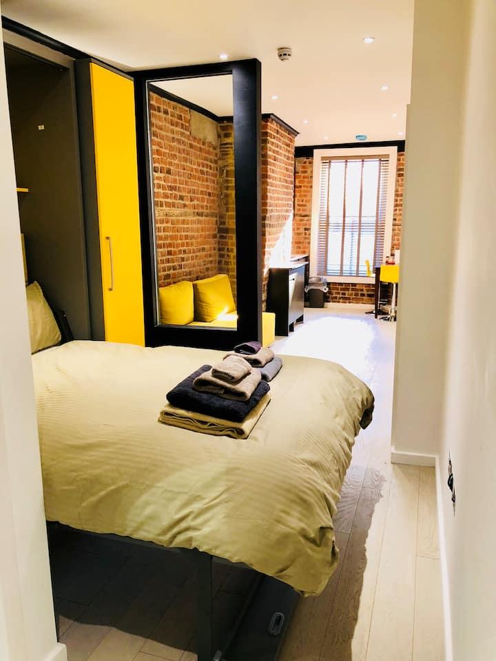 City centre - fabulous comfortable double studio.