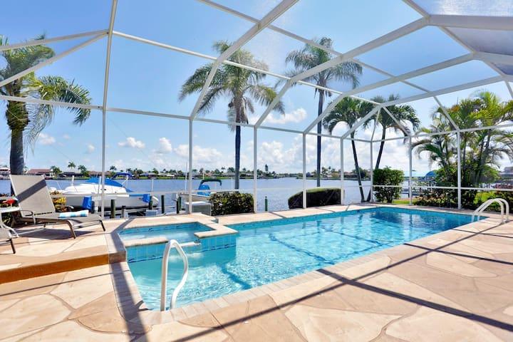 8 Lakes Location 3/2 Gulf Access w/Pool + Hot Tub