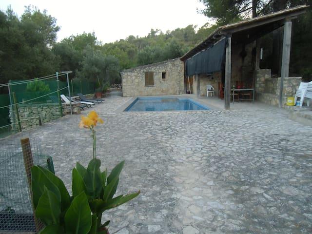 Alojamiento rústico con piscina en plena montaña - Sant Joan - Ev