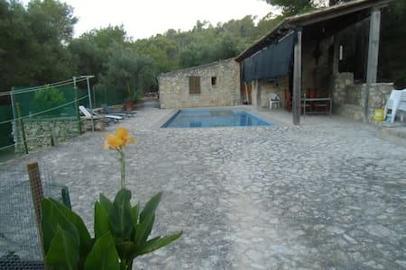 Alojamiento rústico con piscina en plena montaña - Sant Joan - Haus