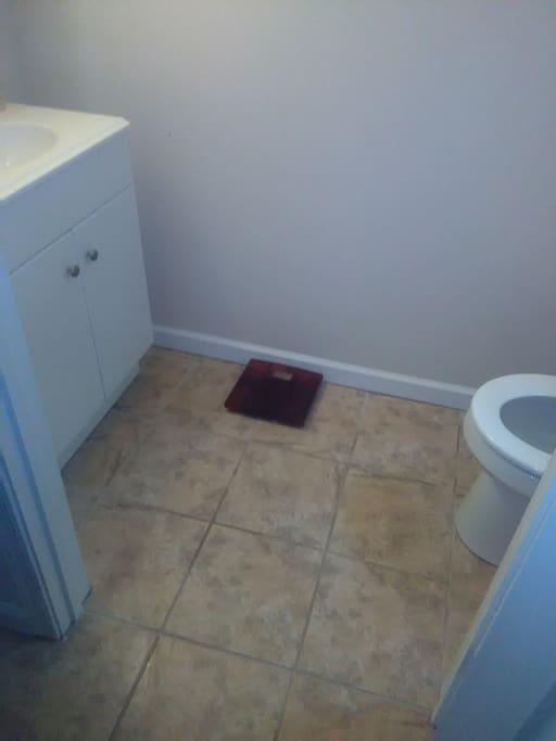 first floor 1.5 bathroom access