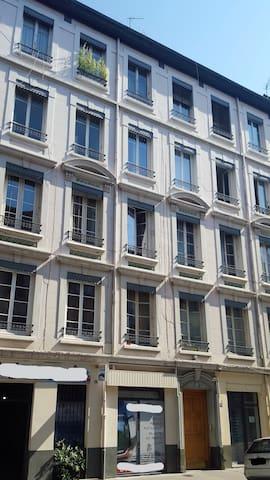 Le VOLTAIRE, centre de Lyon,  2è étage
