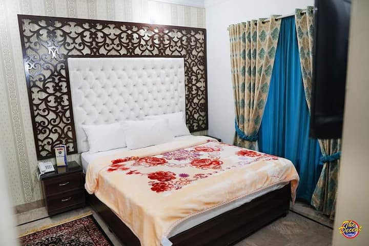 D. Lodge Hotel Lahore