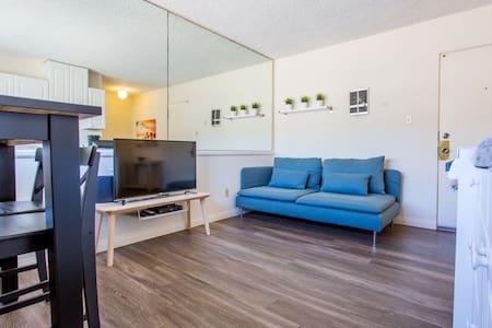 NEW - Classic 1BR in La Jolla - Apartemen