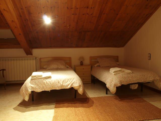 Habitació Doble amb bany compartit - Vilaller - Leilighet