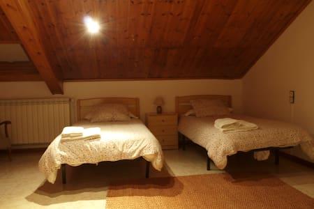 Habitació Doble amb bany compartit - Vilaller - Apartament