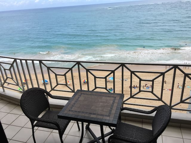 Beachfront in great area (central Condado) - サンファン