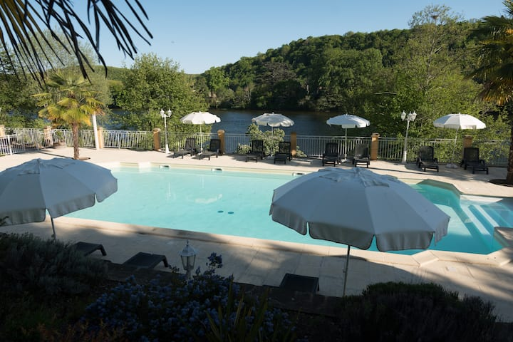 Holidayhome with a view over the river dordogne.