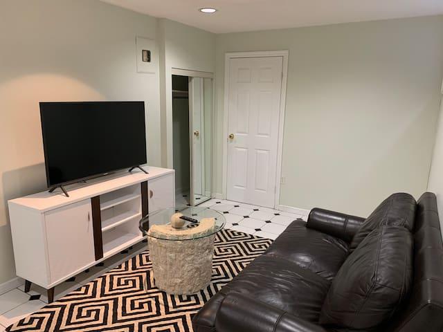 Cozy space, luxury,Wifi,Netflix, 1Min to HighWay