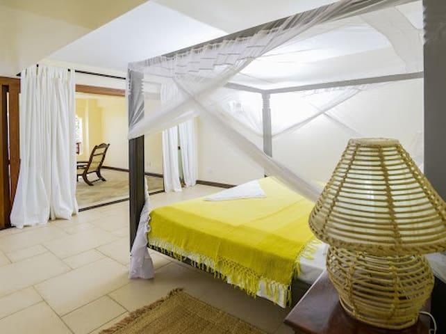 Large master ensuite bedroom