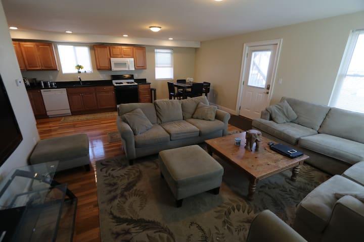 cozy newly renovated 2 Bed Apartment near Boston