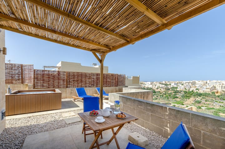 Gozo PH w/private Rooftop Jacuzzi, Terrace + Views